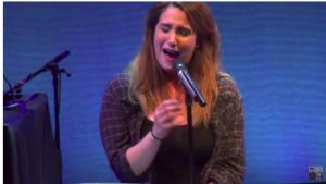 Emma Hudson zingt Anyway uit Tales of the Bad Years